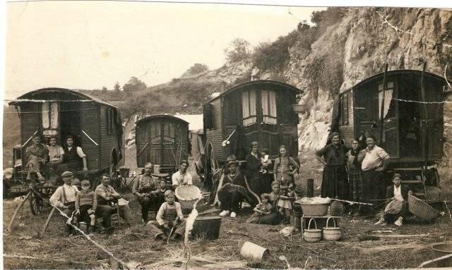 Vintage Roma Gypsy Caravan Photo