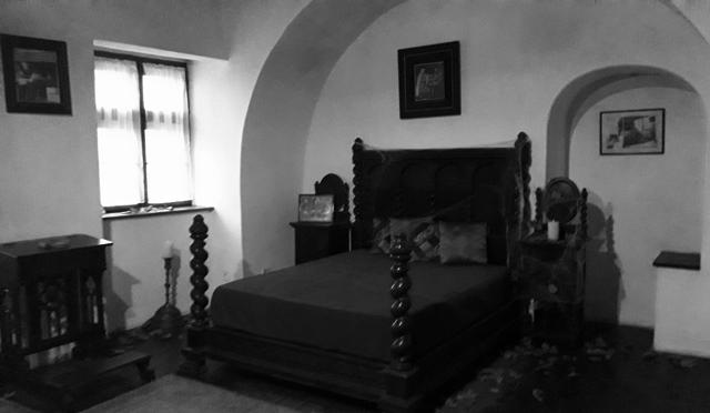 Bedroom Draculas Castle