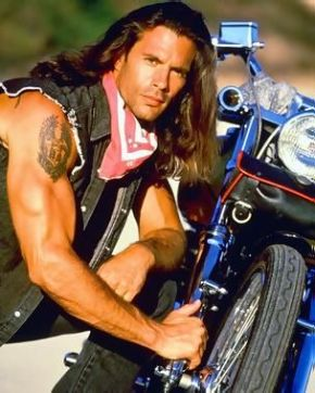 Lorenzo Lamas Renegade with bike